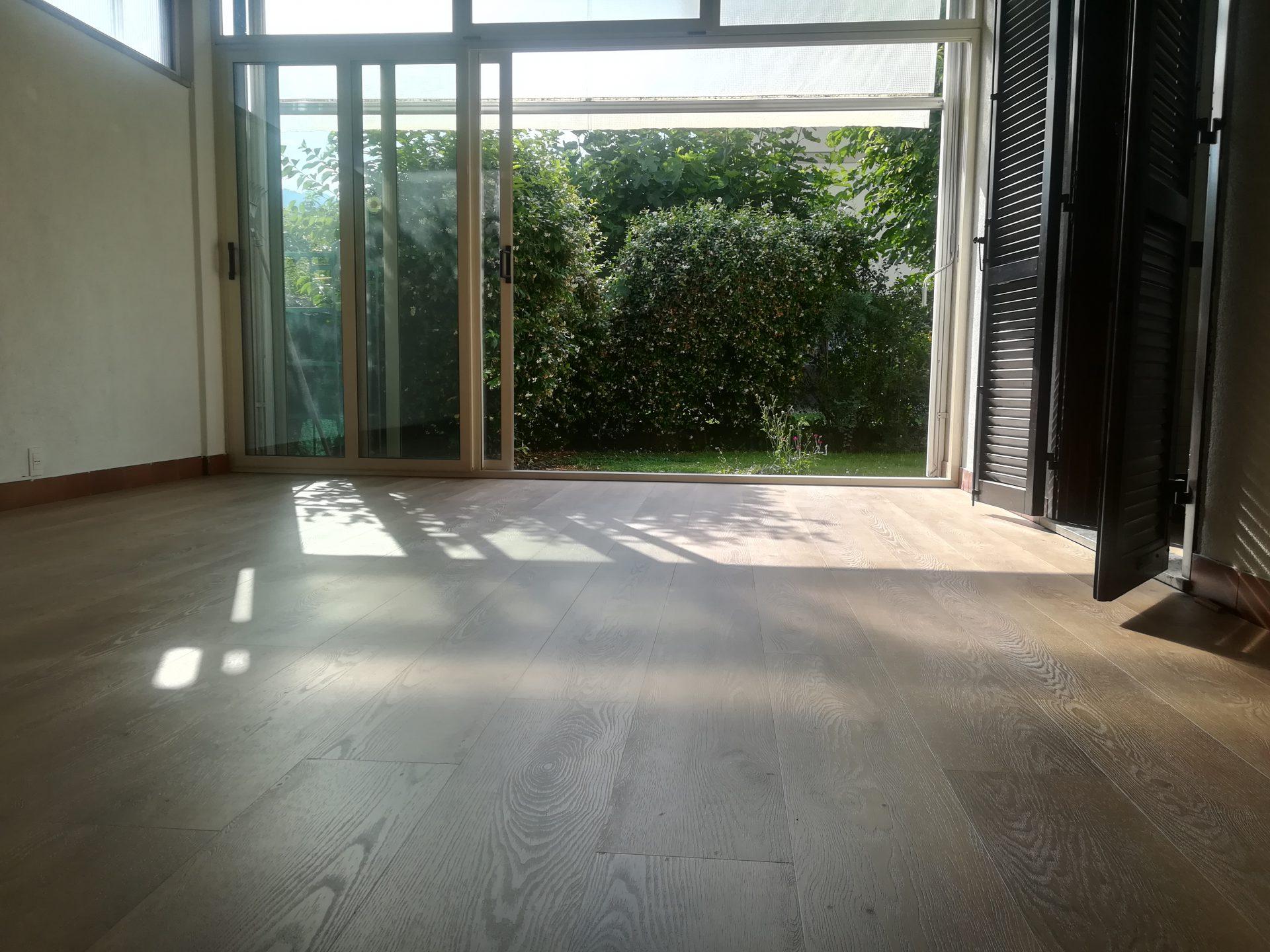 Sala con pavimento vinilico